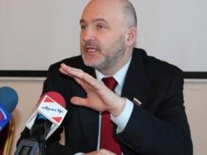 Государственная дума досрочно лишила депутатских полномочий Константина Ильковского в связи с его назначением временно исполняющим обязанности губернатора Забайкальского края.