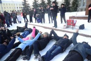 Кировский коммунист положил на снег 30 предпринимателей
