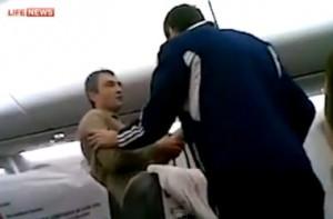 """ЧП в воздухе: игроки новороссийского """"Черноморца"""" обезвредили буйного пассажира"""