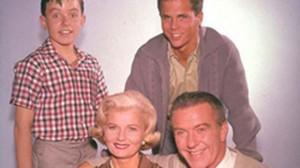 Звезда сериала «Оставьте это Бобру», актер Фрэнк Бэнк умер в 71 год