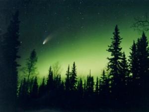К Земле приближается крупная комета