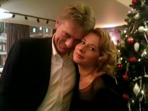 Люди, похожие на Дмитрия Пескова и Наталью Тимакову на частной вечеринке. Фото - из блогов.