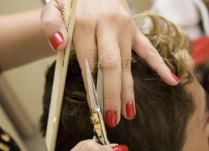 В Австралии открыли топлес-парикмахерскую