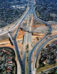 В Австралии приоритет сосредоточен на дорогах.
