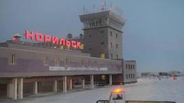 У взлетевшего в Норильске самолета прямо в воздухе открылась дверь