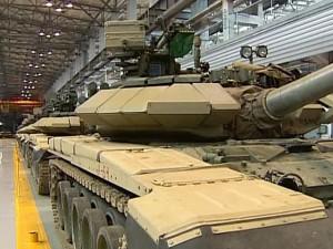 В Нижнем Тагиле танки разъезжают по автомобильным трассам