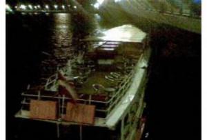 Иранский сухогруз протаранил мост через Волгу. Жертв нет.