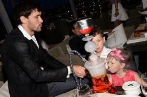 Малолетние дети футболиста Жиркова стали курить кальян