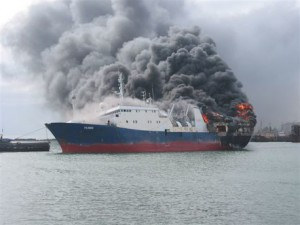 Судно с россиянами горит у берегов Японии