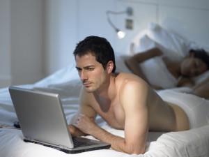 Британцы отказываются от секса ради возможности посидеть в интернете