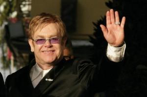 Элтон Джон едет в Екатеринбург, организаторы концерта изучают райдер звезды