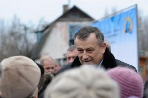 Губернатор Ленобласти посадил чиновников в один Volkswagen