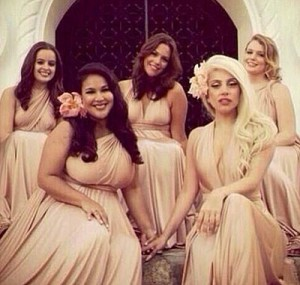 Леди Гага преобразилась ради свадьбы подруги