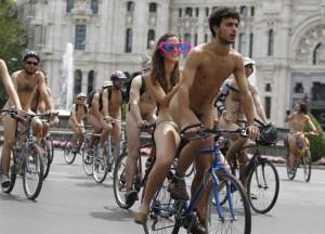Обнажённые велосипедисты оккупировали улицы Мехико