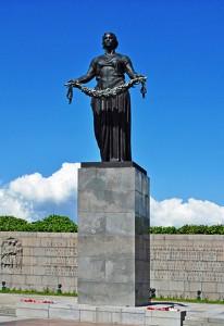 Спикер Совфеда 22 июня возложила венок к мемориалу «Родина-Мать» в Петербурге