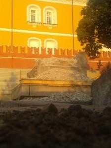 Блогеры обеспокоены уничтожением обелиска в Александровском саду