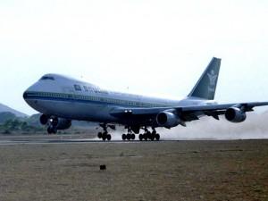 Двух «моралистов» высадили из самолёта