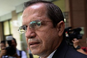 Хакеры прочитали переписку главы МИД Эквадора с Ассанджем