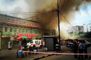 Пожарные не могут потушить пожар на юго-востоке столицы