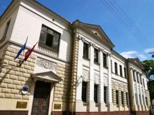 """Заснувший водитель на """"Сонате"""" протаранил латвийское посольство"""
