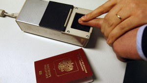 В Россию приходят загранпаспорта с отпечатками пальцев