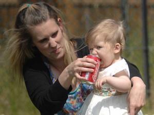Вредная Кока-кола спасла годовалую девочку от смерти