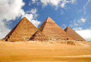 В Египте закрылись музеи и пирамиды