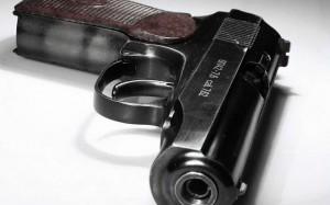 В Махачкале полицейский расстрелял дорожных инспекторов