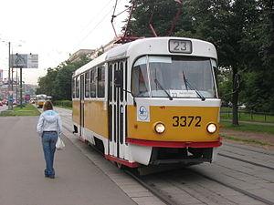 Трамвай на востоке Москвы сбил мужчину с ребенком