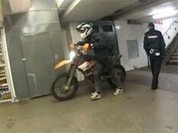 Выходка байкера в метро заставила руководство задуматься о новых турникетах