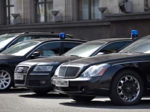 Чиновникам будет запрещено ездить на автомобилях дороже 3-х миллионов рублей