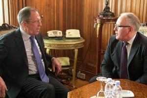 Франс Тиммерманс сообщил нидерландским политикам, что Россия начала расследование по длу нападению на дипломата