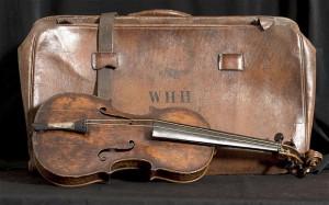 Легендарная скрипка, на которой играли на корабле «Титаник» сошла с молотка за полтора миллиона долларов