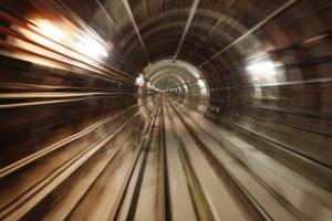 Машинист московского метро нарушил правила безопасности и поплатился жизнью