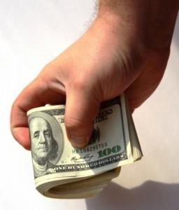 Объем денежных переводов из-за рубежа на Украину продолжает расти
