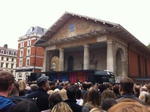 Пол Маккартни организовал импровизированный концерт в центре Лондона