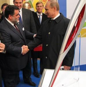 Путин подарил олимпийский факел князю Монако