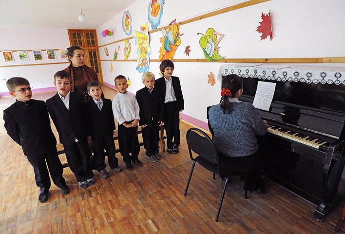 Ученики российских школ научатся петь хором «С чего начинается родина»
