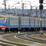 В Москве электричку придавило автокраном