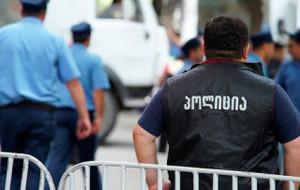 Окровавленного полицейского нашли у резиденции президента