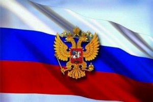 В школах России будет повешен флаг России, а также будет включаться национальный гимн