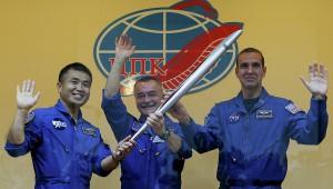 Запуск в космического корабля с олимпийским факелом застрахован на 2 млрд. рублей