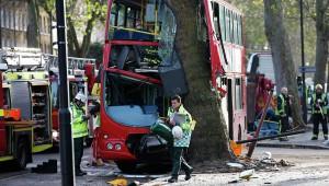 Двухэтажный автобус врезался в дерево в Лондоне, есть пострадавшие