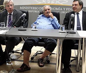 Глава Уругвая пришел на официальную церемонию в сандалиях