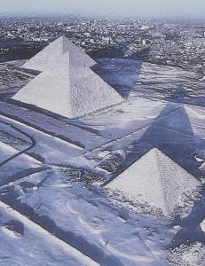 Пирамиды Египта покрылись слоем снега