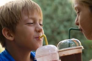 Ученые выяснили, что молочный коктейль является самым вредным напитком для детей