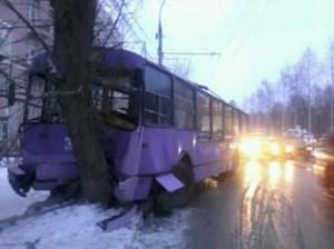 В Заельцовском районе случилось ДТП с участием троллейбуса