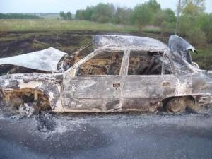 В результате возгорания автомобиля на трассе Челябинск-Екатеринбург погиб человек