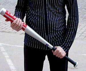 Житель Волгограда, находясь в нетрезвом состоянии, пытался избить полицейского бейсбольной битой