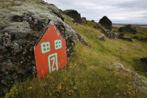 Защитники эльфов в Исландии заблокировали строительство президентской дороги